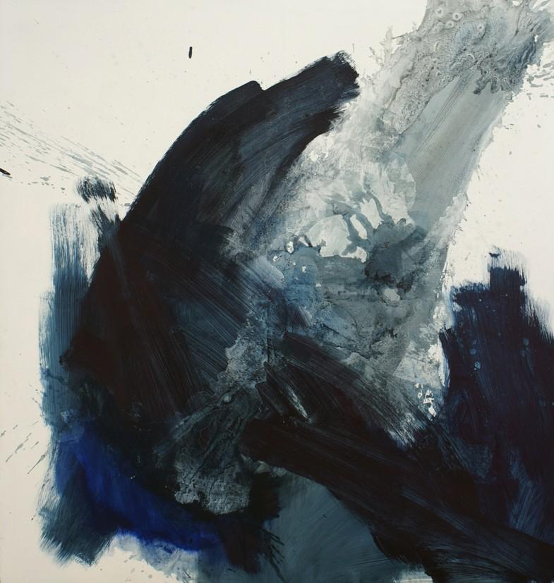 z odcieniem rozlanego atramentu, indygo, gęstego błękitu paryskiego
